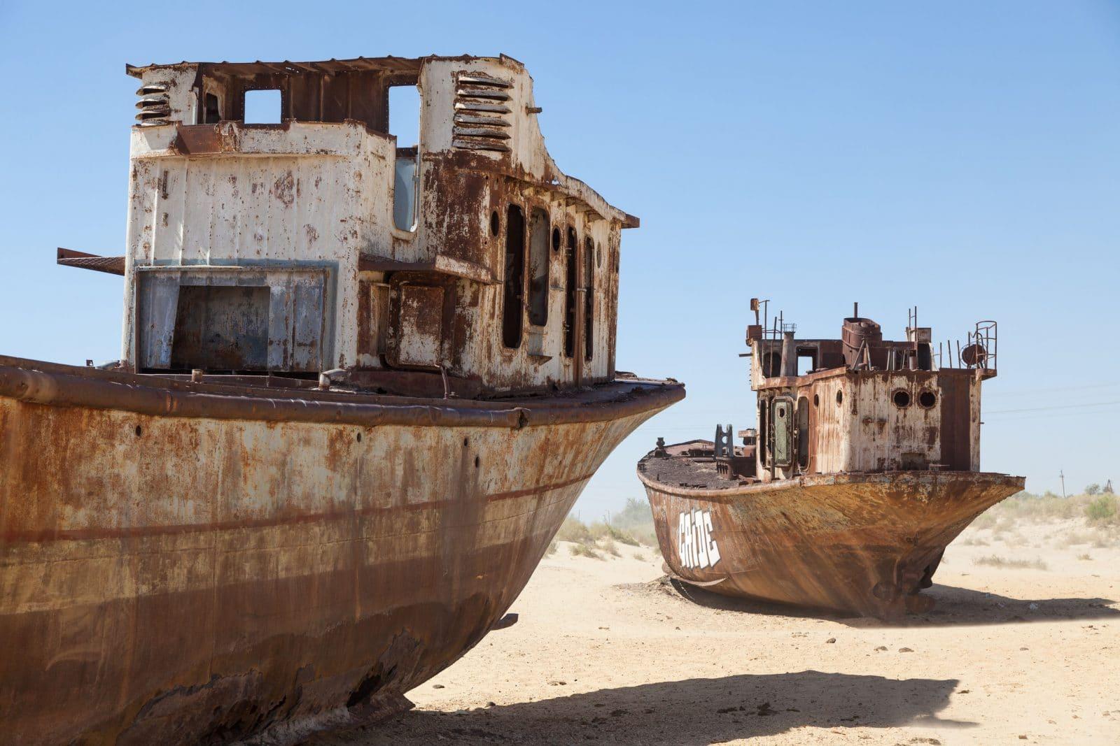 Barcos no Mar de Aral Uzbequistao